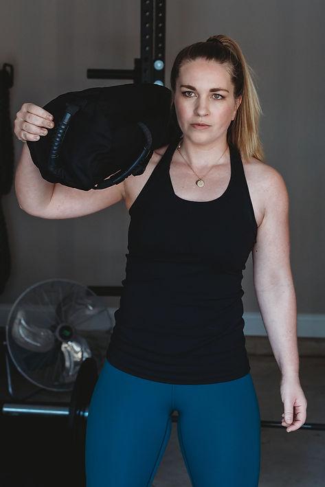 Sandbag workout, postpartum fitnes, pregnanc worout