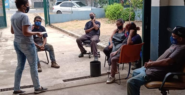 Diálogo de segurando do trabalho sobre higiene pessoal e EPIs na cooperativa Univence
