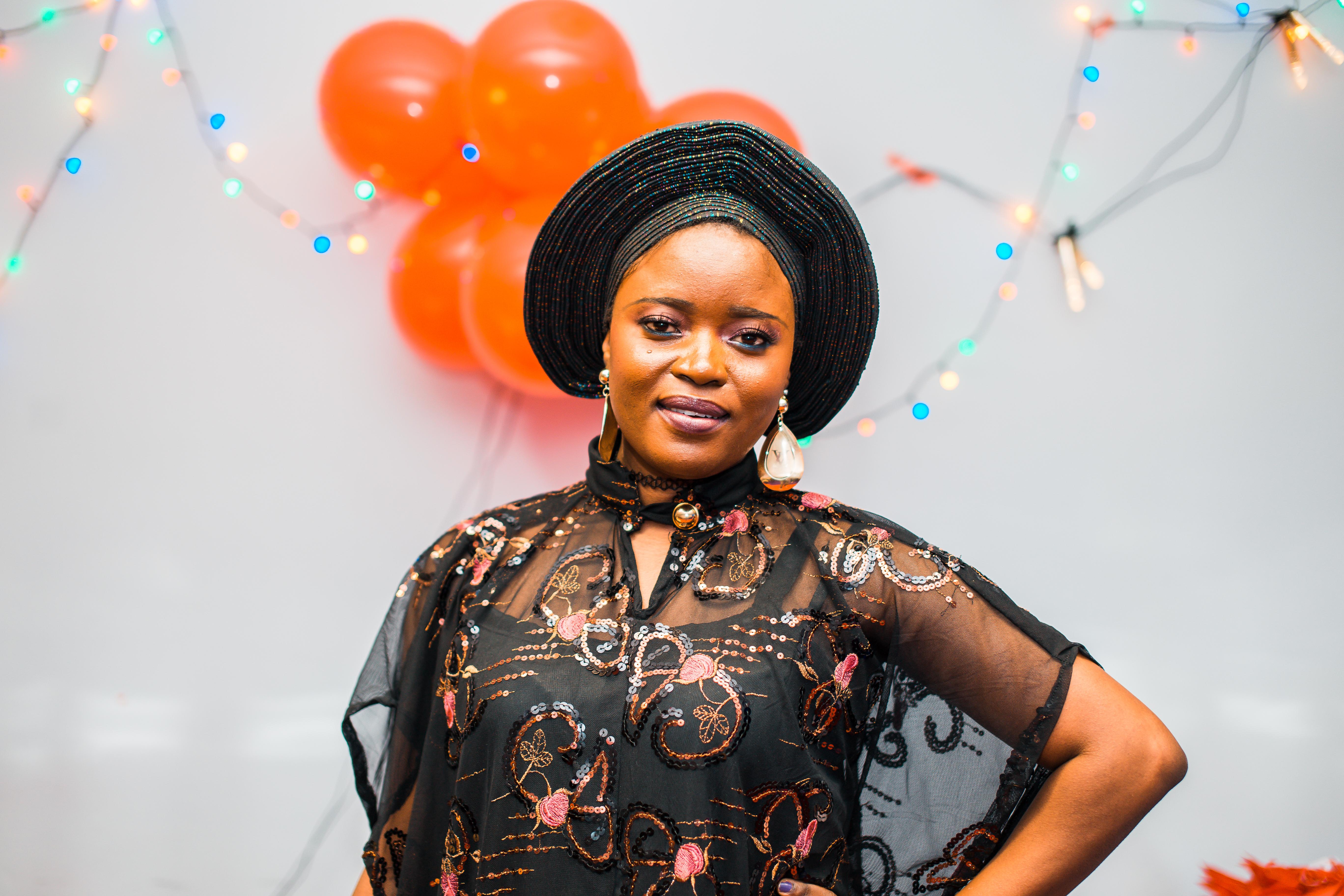 Lola 27, aus Nigeria