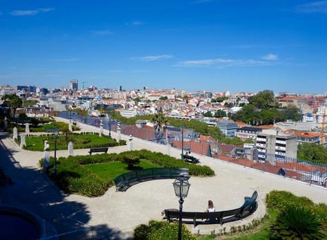 """Lisbon's Hidden Places and """"Petiscos"""" Tour"""