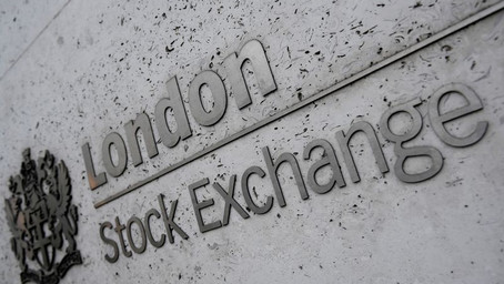 Miners, banks boost FTSE 100 ahead of construction activity data