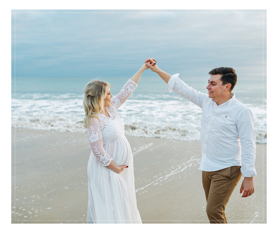 A Winter Beach Maternity Photography Session with Agata's Photography