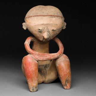 Istuva hahmo / Sittande figur / Seated figure