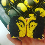 Saffron and squid ink loaves. Groovy! #f