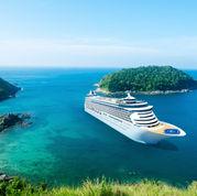 Kreuzfahrtschiff auf der Insel