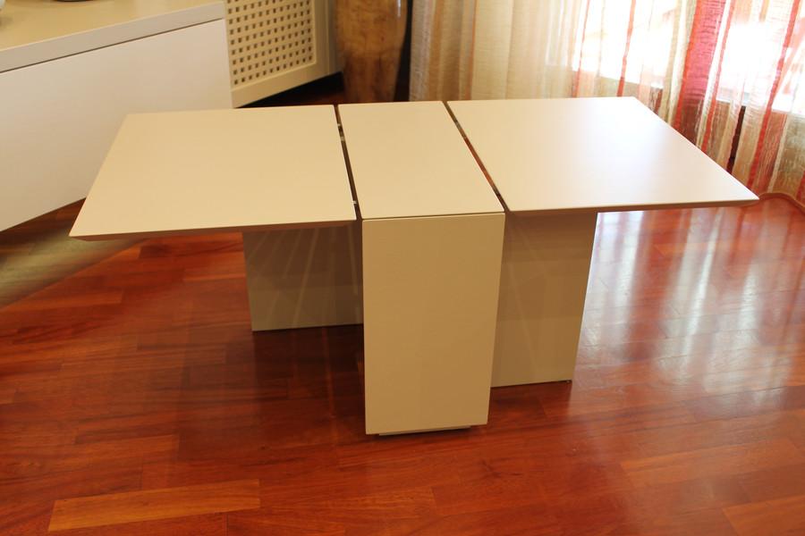 Tavolino Laccato (Aperto)