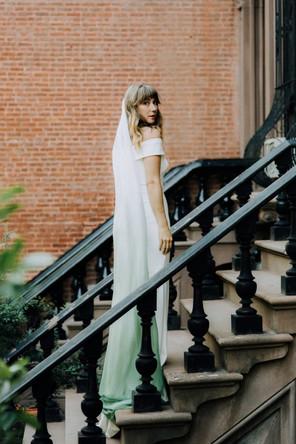 modern-ethereal-brooklyn-rooftop-wedding-inspiration-2-600x900.jpg