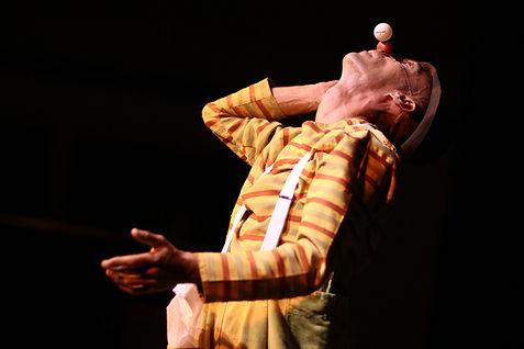 Spoon Bancale avec La compagnie Lune à l'autre Spectacle enfant, spectacle de clown Vaucluse spectacle pour entreprises dans la Drome, bouche du rhone, Gard