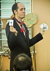 Le technicien du magicien avec La compagnie Lune à l'autre Spectacle enfant, spectacle de magie vaucluse