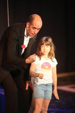 Le technicien du magicien avec La compagnie Lune à l'autre Spectacle enfant, spectacle de magie