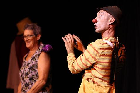 Spoon Bancale avec La compagnie Lune à l'autre Spectacle enfant, spectacle de clown Vaucluse spectacle pour entreprises dans la Drome, bouches du rhone, Gard