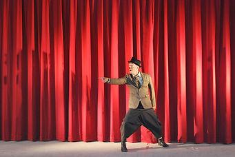 """Spoon """"zone de turbulence""""avec La compagnie Lune à l'autre Spectacle enfant, spectacle de clown Vaucluse spectacle pour entreprises dans la Drome, bouches du rhone, Gard"""