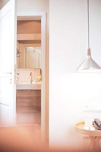 hotel-restaurant-ruhpolding-alpenhotel-wittelsbach-gillitzer-zimmer-aussicht-badezimmer-ta