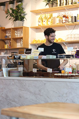 THE HAPPINESS CAFE BEDRIJFSLEIDER.jpg