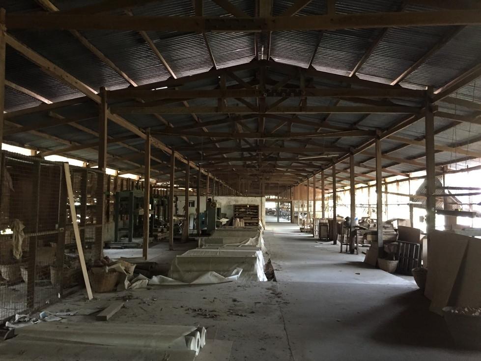 ミャンマー 仏壇工場内部