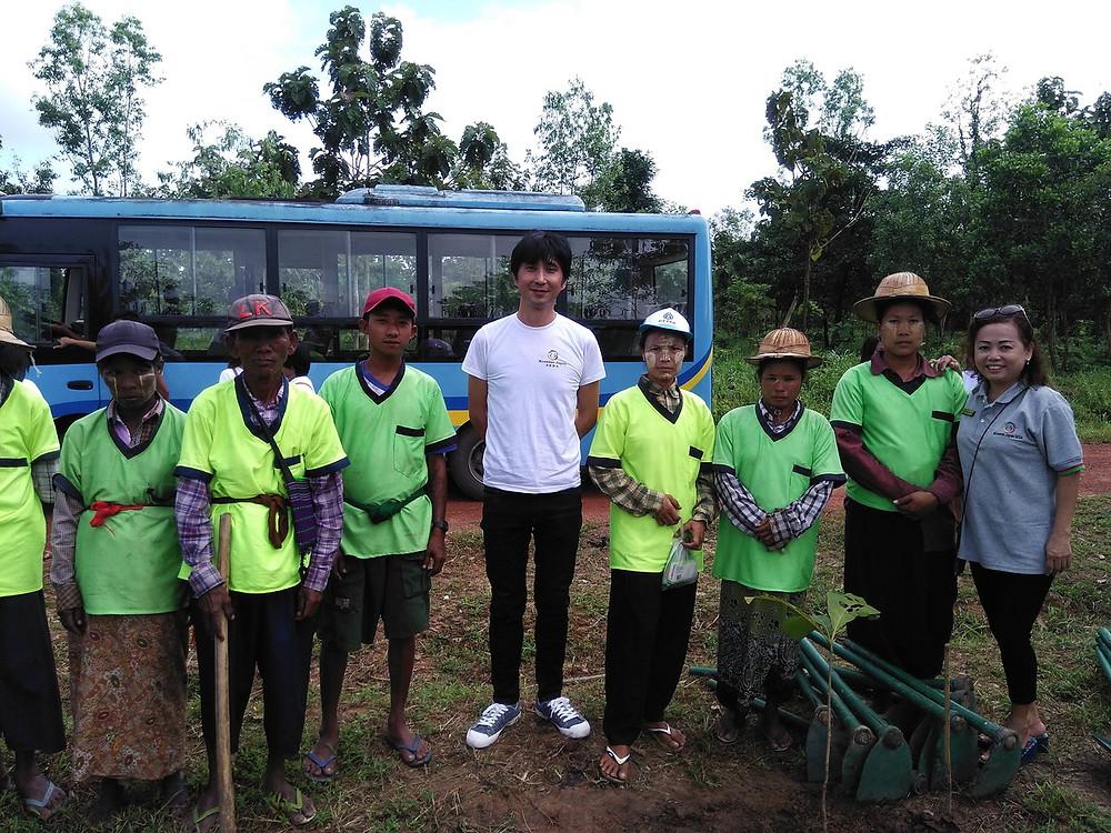 チーク苗木植林 ヤンゴン 樹木管理の方々と