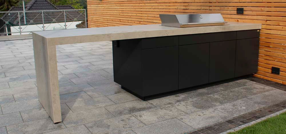 The 'waterfall' work surfaces make this an individual outdoor kitchen design.
