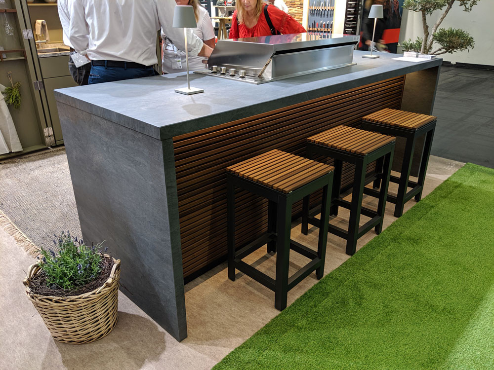 Cubic outdoor kitchen breakfast bar