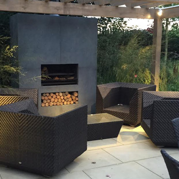 Wood-Burning vs Outdoor Gas Fireplace: Which Is Right for You? And Is There An Eco Alternative?