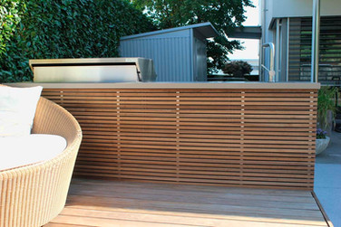 Hardwood slats, ideal for the back of your island