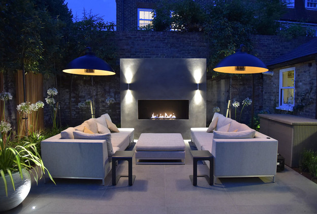 A 1500 wide Signature firebox with out UF950RCS remote control outdoor gas burner.