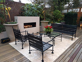 Frameless outdoor gas fireplace