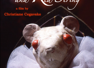 BLOOD TEA AND RED STRING di Christiane Cegavske