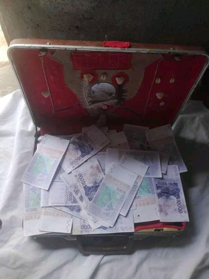 vrai valise magique d'argent du grand marabout, maitre gonou.