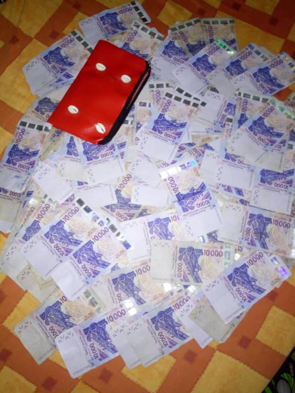 Portefeuille magique qui multiplie des vrais billets de banque, vrai bedou magique vaudou très puissant, vrai portefeuille magique.