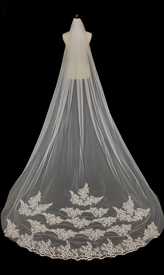 Impressive Cathedral Lace Veil