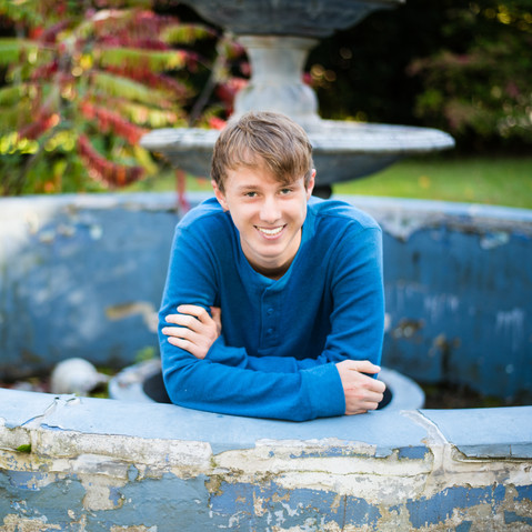 Hunter'sSeniorPortraits-2-Final(2).jpg