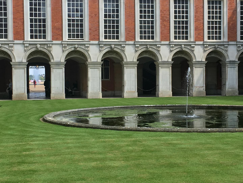 Hampton Cour Palace