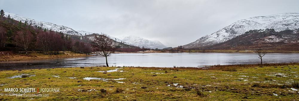 Das schottische Hochland im Winter. Schnee ist trotz der Berge eher Mangelware.