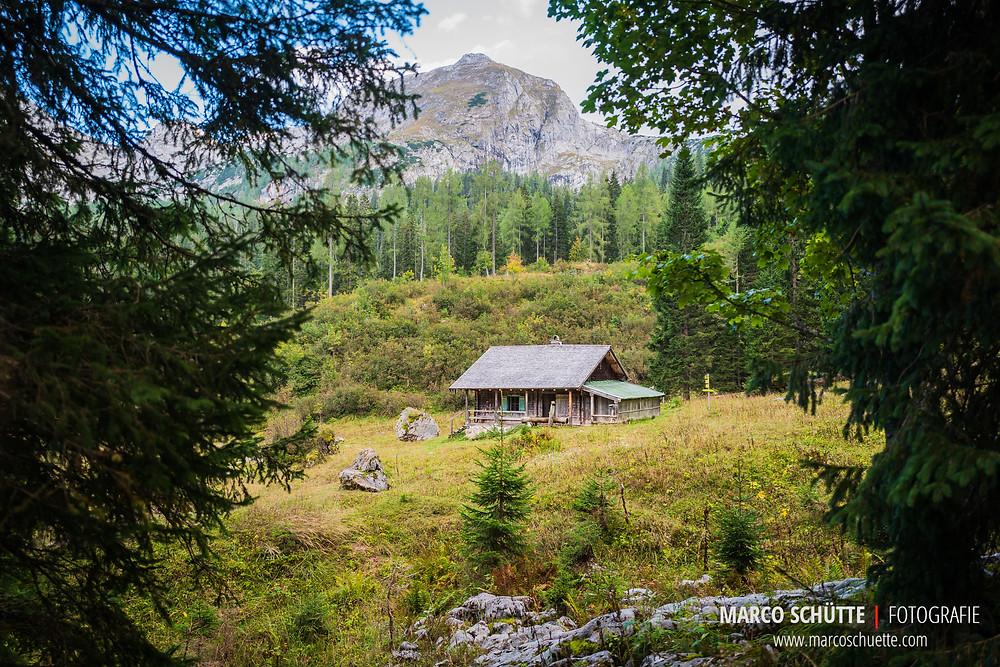 Eine alte Forsthütte an der Wasseralm.