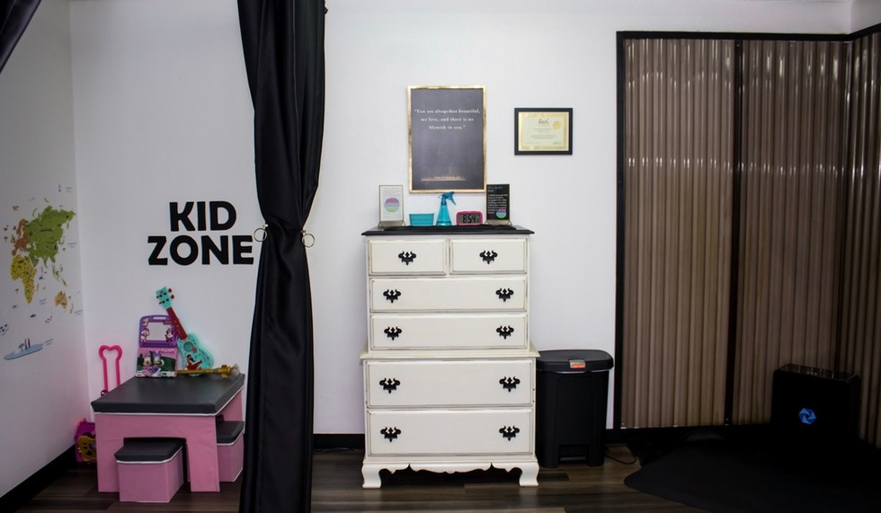 Spray Tan room with Kid Zone separated by curtain system