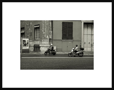 2 Scooter Drivers in Genova