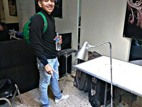 EN PUERTA LA ELABORACIÓN DE MURALES EN HONOR AL PERSONAL  DE SALUD Y DE LIMPIEZA.