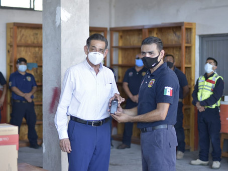 CUMPLEN COMPROMISO DE DOTAR A PROTECCIÓN CIVIL Y BOMBEROS DE MODERNO EQUIPO, QUE LES PERMITIRÁ TRABA