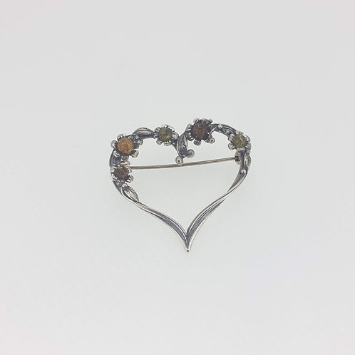 Amber set heart-shaped brooch