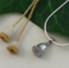 poppy+necklace.jpg