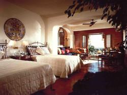 08-twin-guestroom