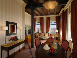 king-tower-suite-dining-1024x768