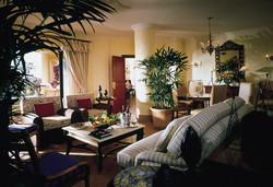 14-Alcantara-Executive-Suite---living