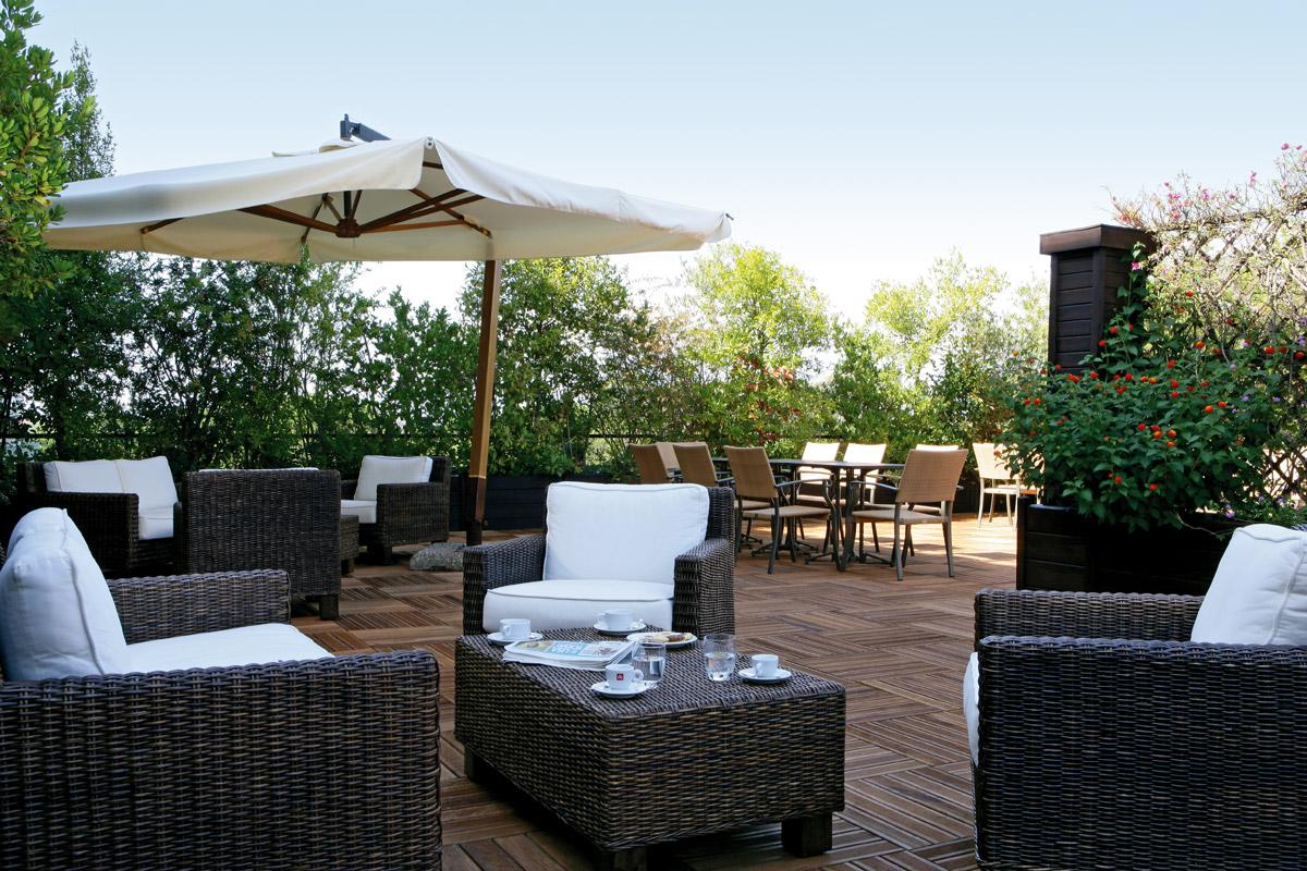 06-executive-Lounge-Terrace