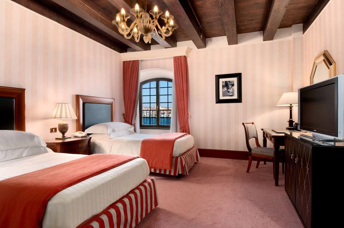 19.Twin-Guestroom