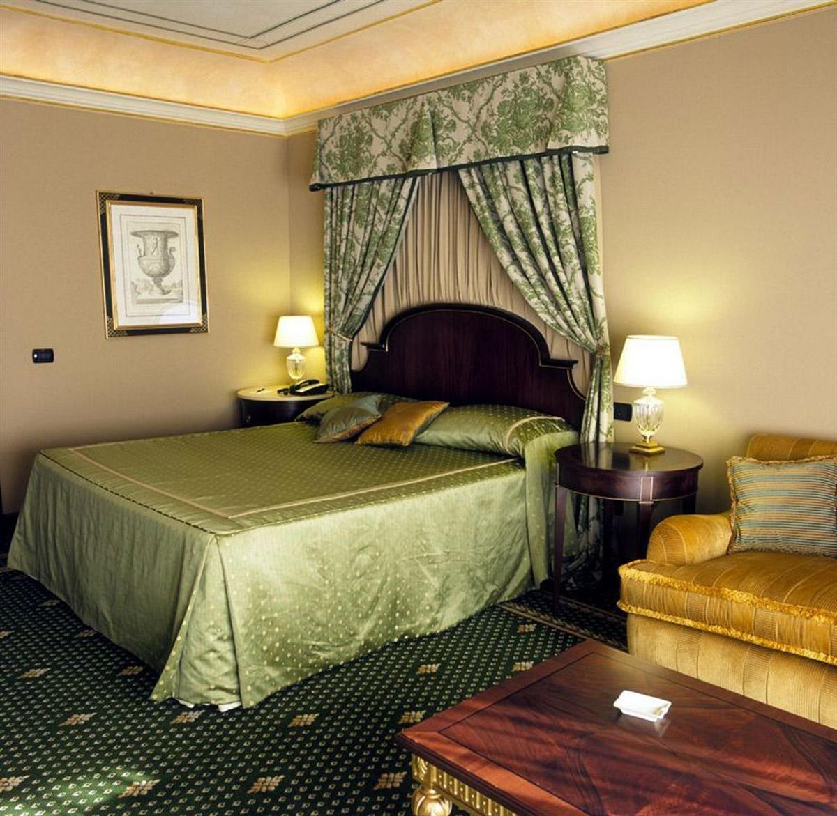 07-Deluxe-Guestroom
