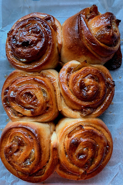 6 Toffee and Apple buns