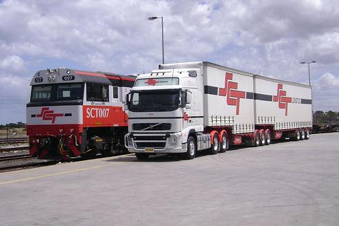 truck & train DSC00561.JPG