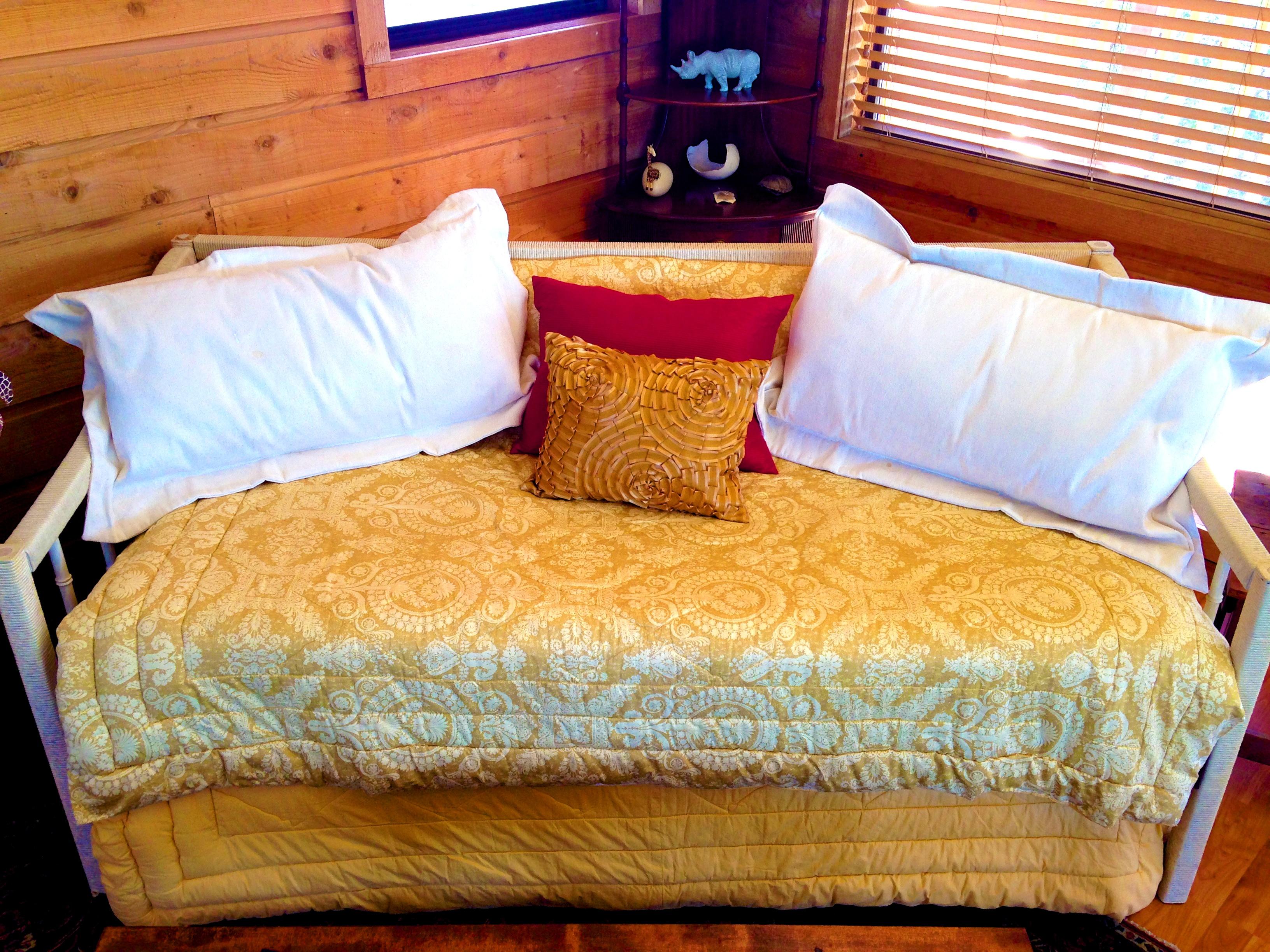 Trundle bed at Mata.jpg