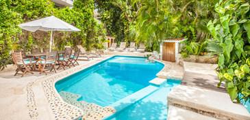 piscina villa dorada